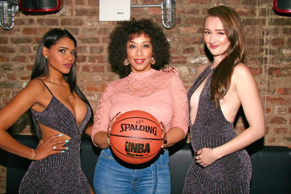 Sirius_xm NBA Channel's Von Decarlo with Hoops Cabaret girls